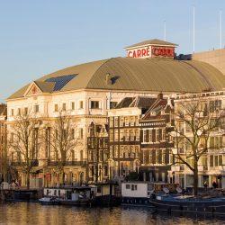 Buitenkant van het Koninklijk theater Carré, een van de bekendste theaters van Nederland. Oorspronkelijk gestart als circustheater , opende deze schouwburg op 3 december 1887 haar deuren voor de eerste voorstelling van Circus Carre | The Royal Theater Carré is a theatre in the centre of Amsterdam, officially opened on 3 December 1887. In 1977 Carré became the official theatre of Amsterdam, and when it celebrated its centenary it became the Royal Theater Carré.